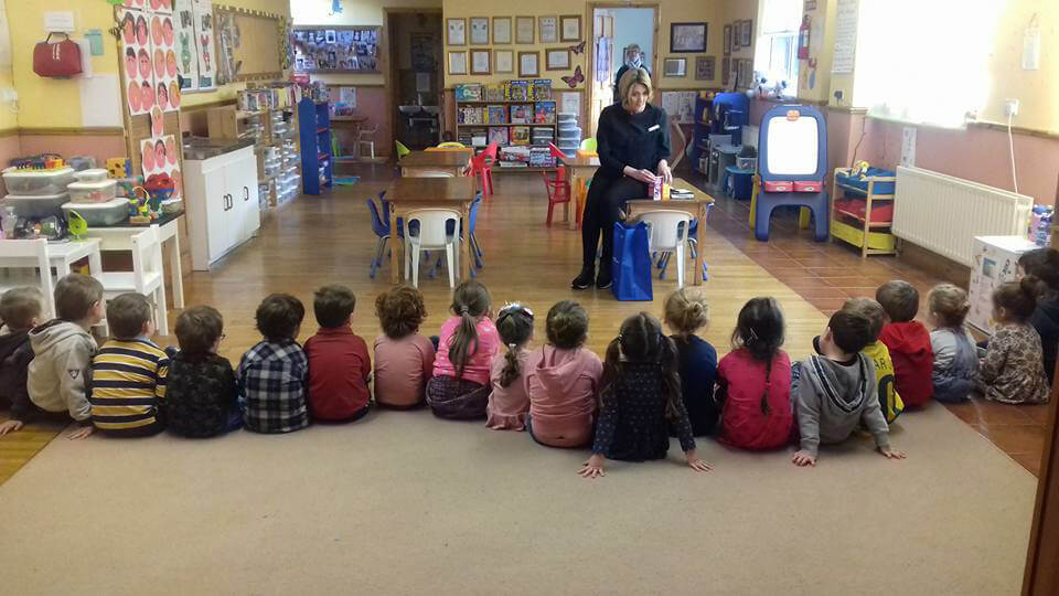 Reens visits Little Treasures School